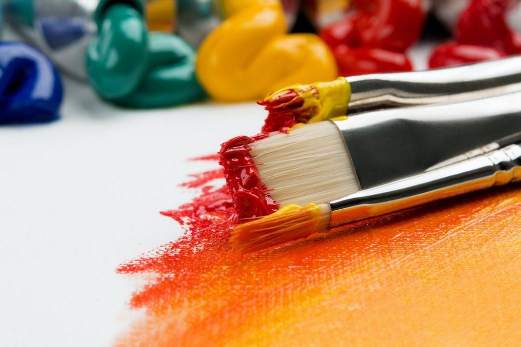 Correctly loaded paint brushes.